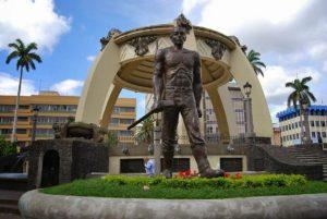 A bronze statue honoring Costa Rica's working class.